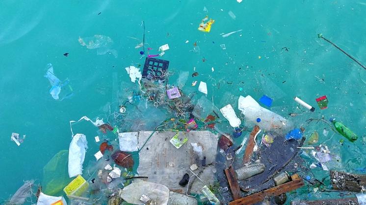 El sector turístico continuará tomando medidas contra la contaminación por plásticos