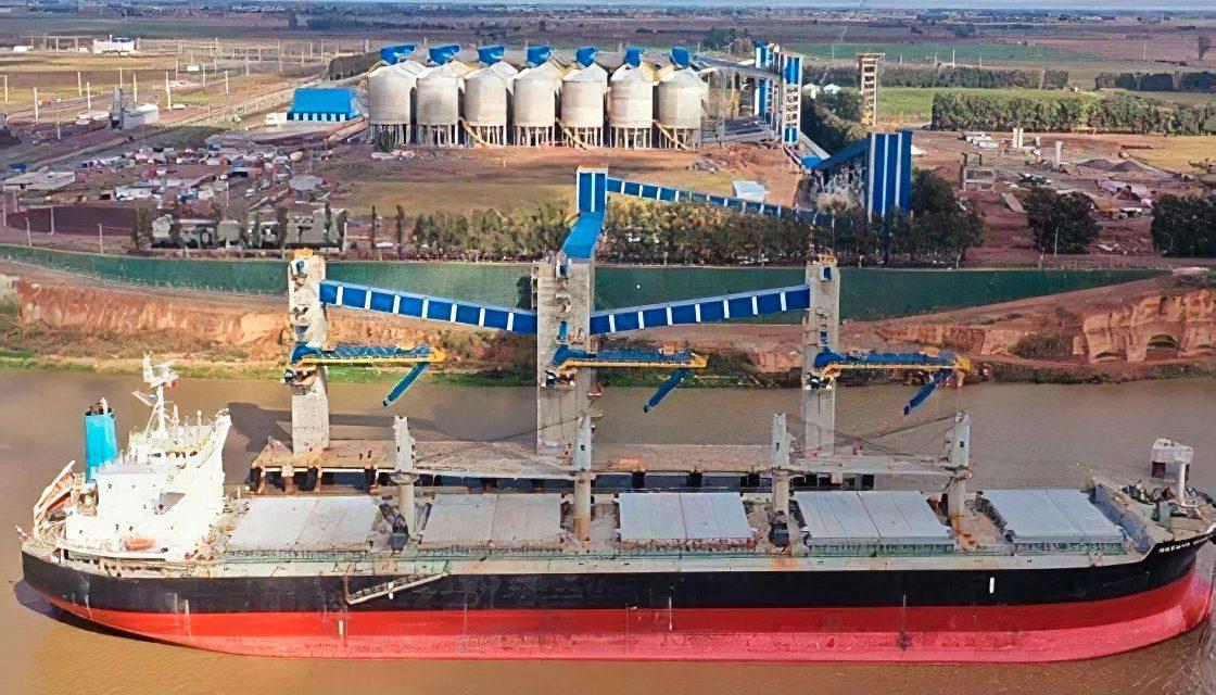 El puerto de ACA en Timbúes recibió el primer barco