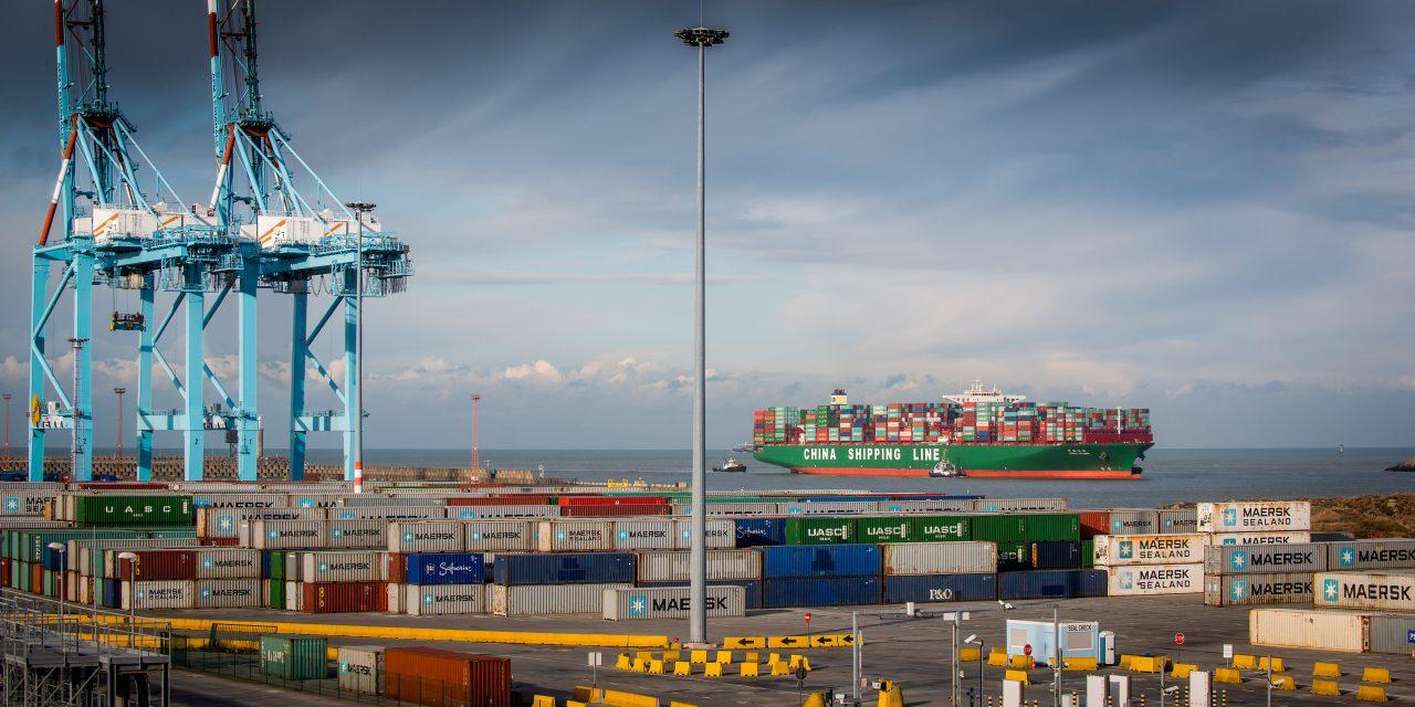 """Covid: China aplica """"tolerancia cero"""" y amenaza con paralizar la cadena de suministro en los puertos"""