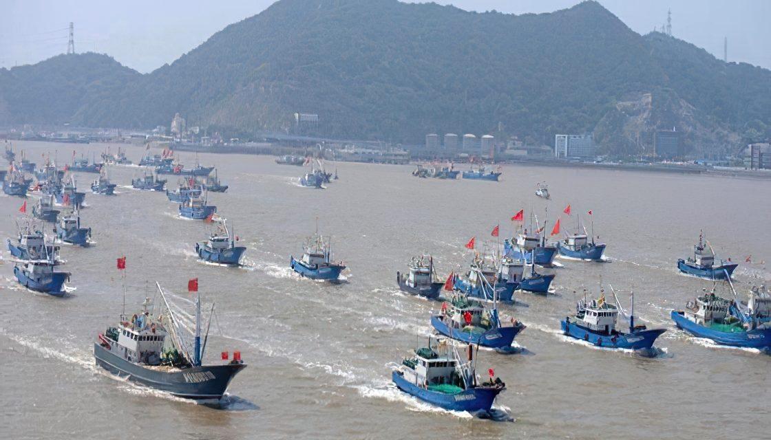 La flota pesquera china pasó de Galápagos a Perú y ahora va a Chile