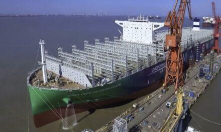 El portacontenedores de GNL más grande del mundo hace su primera escala en Hamburgo