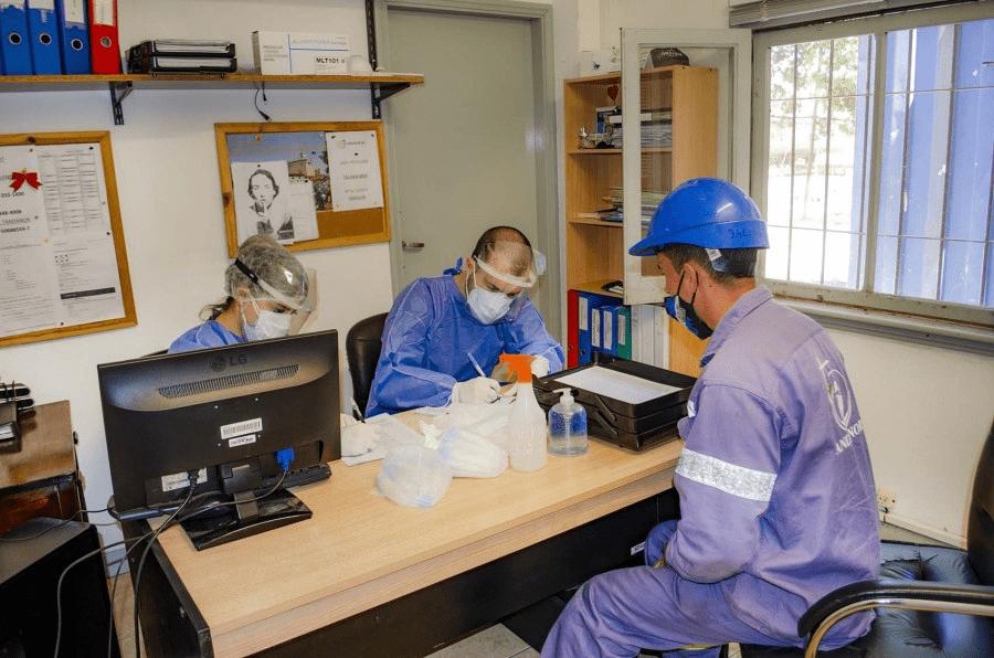 Tandanor hace hisopados para la detección del Covid-19