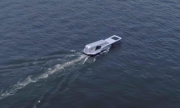 Crean un barco con forma de cremallera que 'desabrocha' el agua