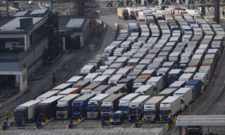 Caos en el puerto inglés de Dover en vísperas del Bretix
