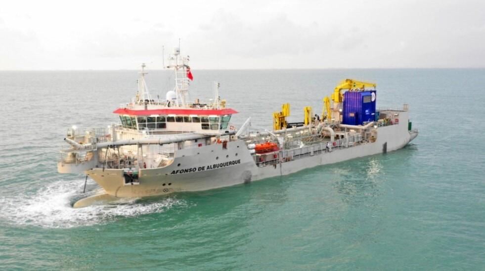 """El buque """"Alfonso de Albuquerque""""  es la primera draga en cumplir con las normas medioambientales Euro V  y navega con bandera argentina"""