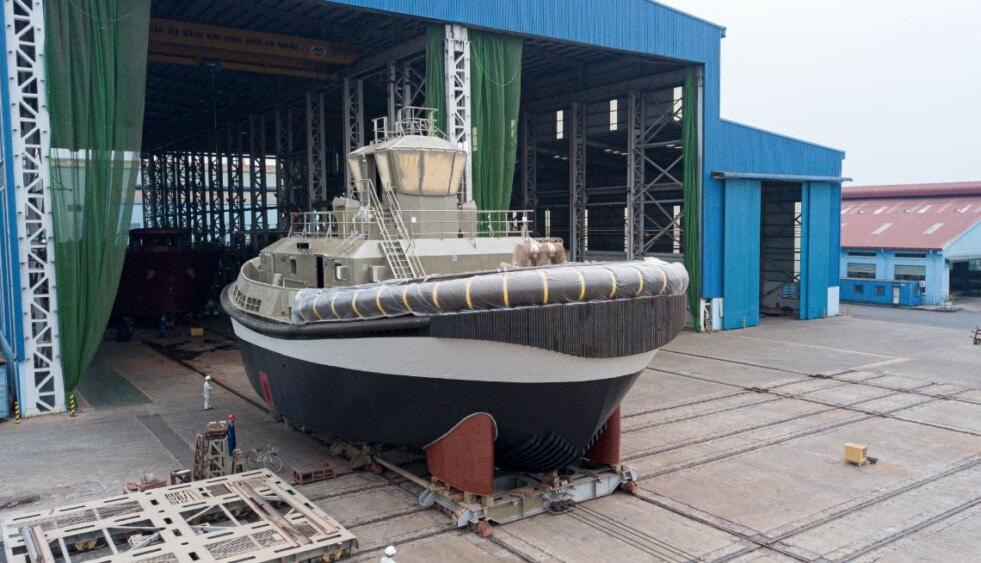 Lanzamiento del remolcador totalmente eléctrico Damen RSD-E 2513 de los puertos de Auckland en el astillero Song Cam