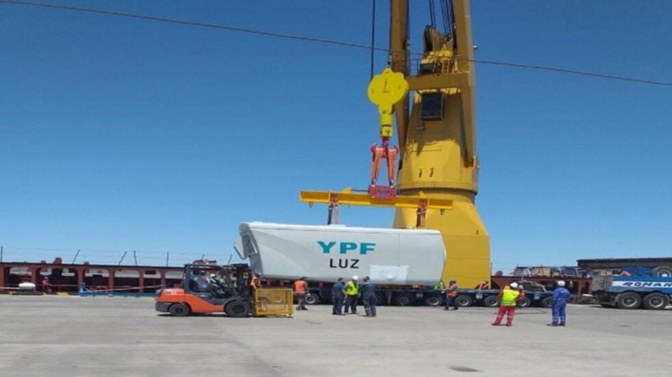 Bahía Blanca: Descargan parque eólico para Azul
