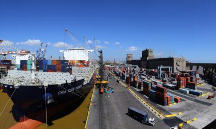 Varios puertos continúan paralizados y peligra la cadena de abastecimiento