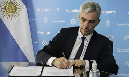 """Meoni firmó un convenio de asistencia para dragar el puerto de Rawson, en Chubut: """"Trabajamos para hacer crecer a todos los puertos del país"""""""