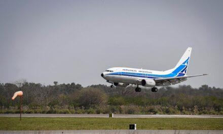 La tercera partida de vacunas Sputnik V llegó al país en un vuelo de Aerolíneas Argentinas