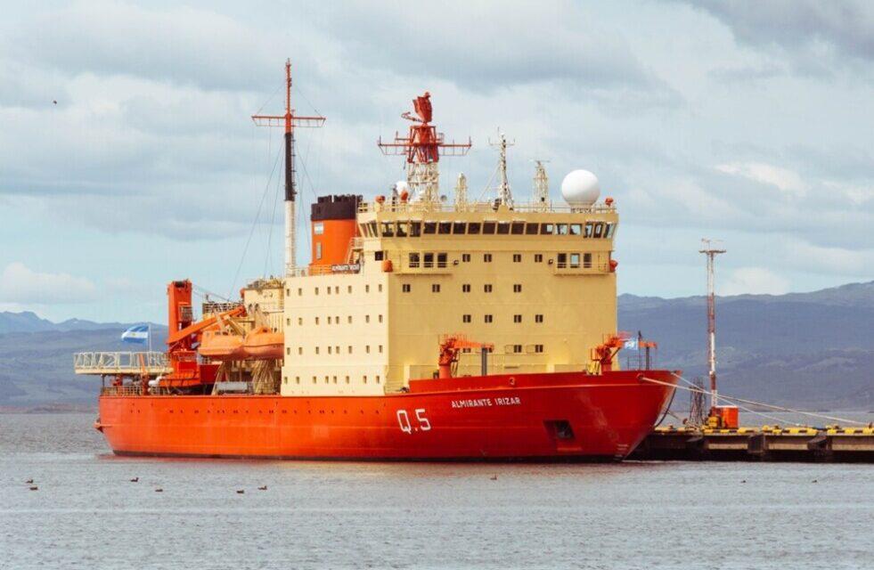 """Campaña antártica de verano: """"Estamos todos juntos desde el 16 de noviembre"""", dijo el Capitán del Irizar"""