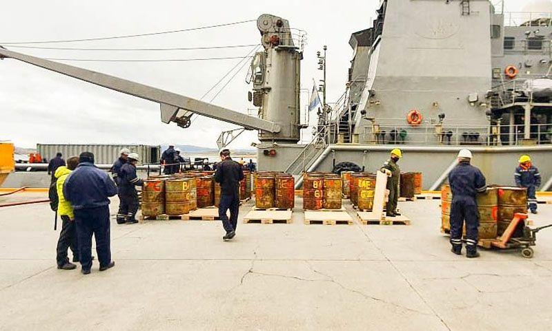 Ushuaia: Descargaron 320 tambores con residuos antárticos