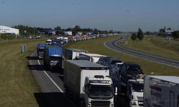 Transportistas autoconvocados  restringen el ingreso a las terminales portuarias del Gran Rosario