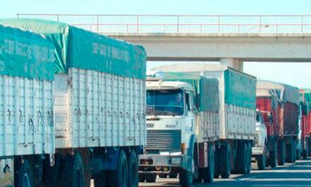 El Gobierno acordó con transportistas un aumento del 22,5% en la tarifa para el agro