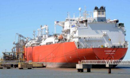 El Gobierno incorporará otro barco regasificador en Bahía Blanca ante la demanda invernal