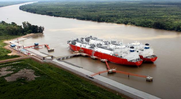 Argentina compra 24 cargamentos de GNL para cubrir demanda invernal