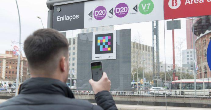 Barcelona, primera ciudad de España en señalizar todo el metro y los autobuses con etiquetas inteligentes