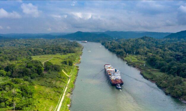 ¿Cómo se garantiza el tránsito seguro y confiable en el Canal de Panamá?