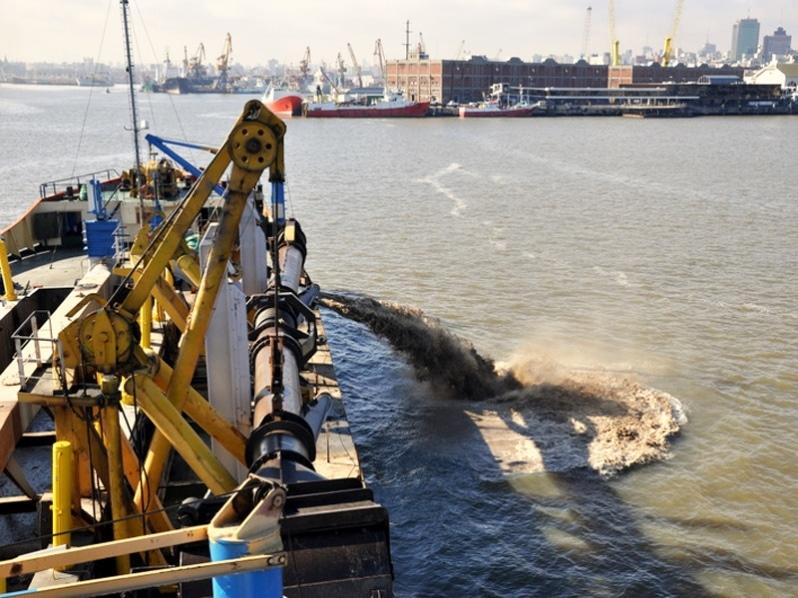 Dragado del puerto de Montevideo: la estrategia de Uruguay para conseguir el aval de Argentina