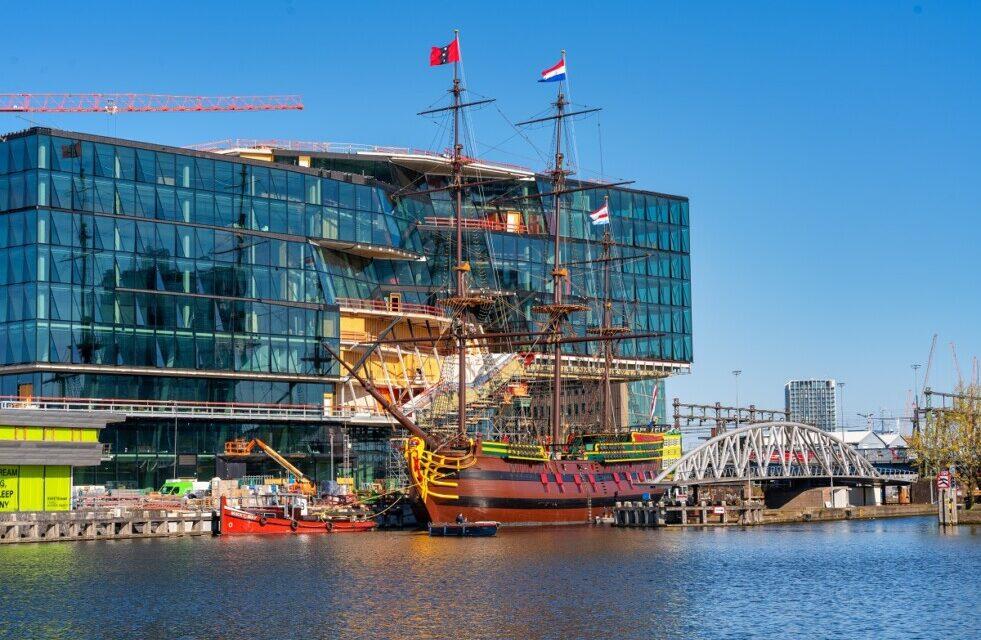 VOC Amsterdam regresa al Museo Marítimo Nacional luego del mantenimiento en los patios de Damen