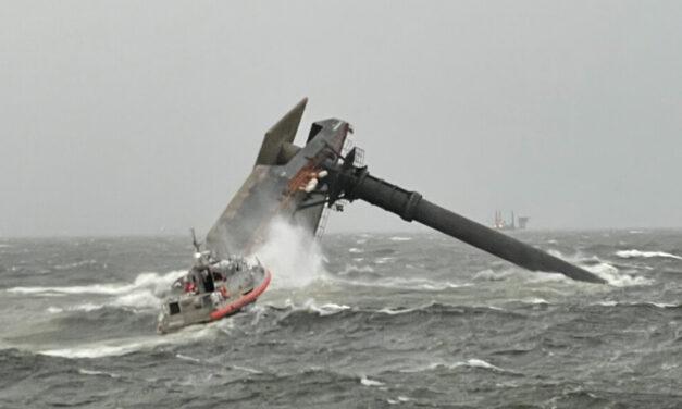 Un muerto, una docena de desaparecidos, seis rescatados después de que el barco de elevación zozobra frente a Luisiana