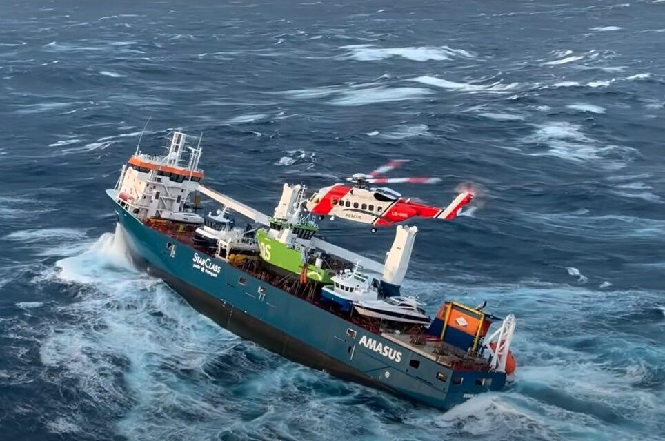 Buque de carga holandés a la deriva frente a Noruega
