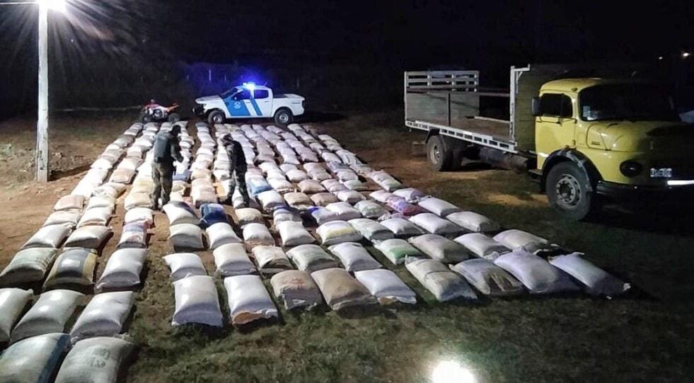 Prefectura incautó más de 17 toneladas de soja y maíz ilegal