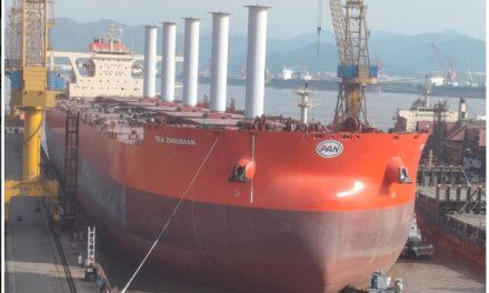 Un VLOC de nueva construcción es el primer granelero impulsado por viento