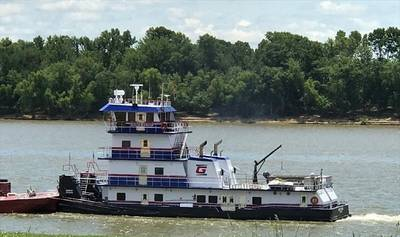 Más de 1,000 barcazas encalladas en la parte baja del río Mississippi