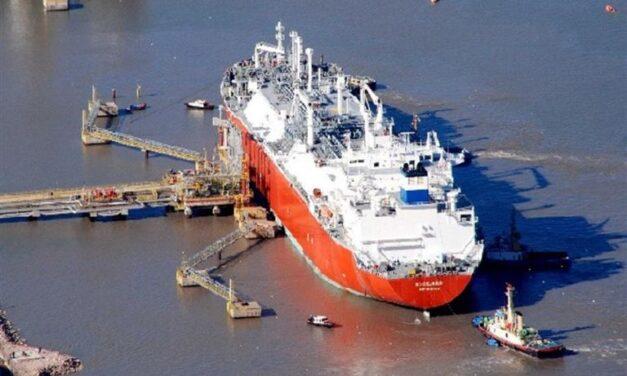 El buque regasificador de GNL ya arribó a Bahía Blanca