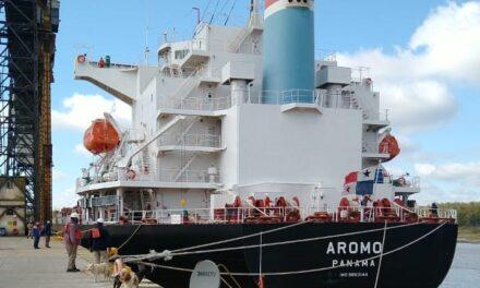 Bajante del río Paraná: barco tuvo que cargar 1500 toneladas menos de trigo para poder salir del puerto