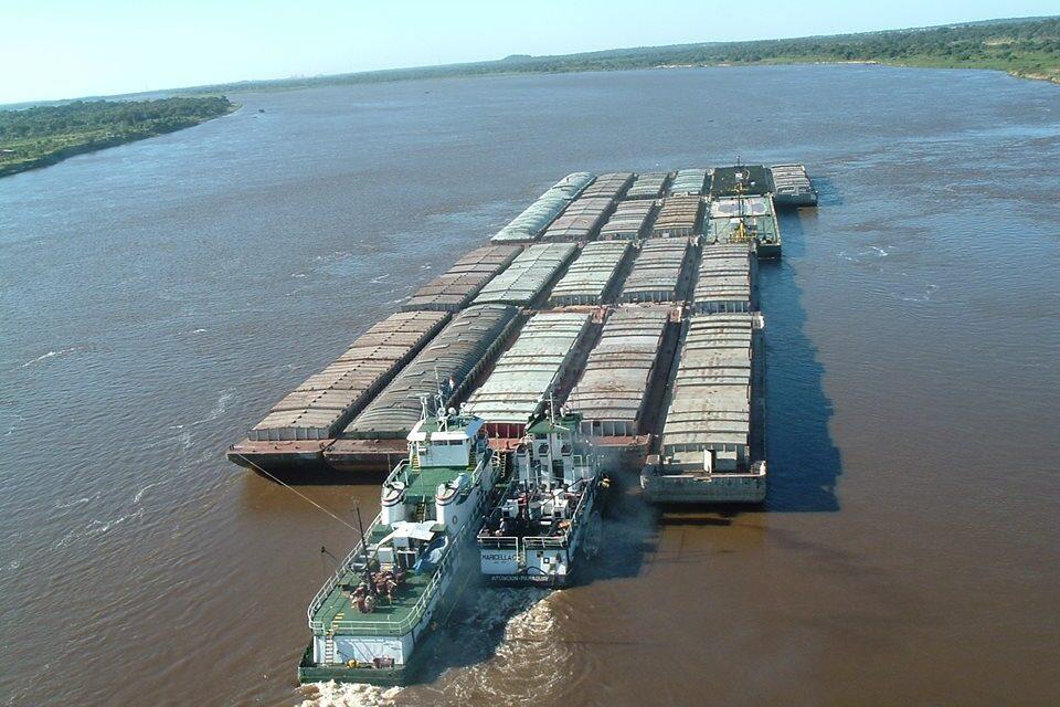 Paraguay aprueba ley de emergencia debido a que las bajantes dificultan la navegación fluvial