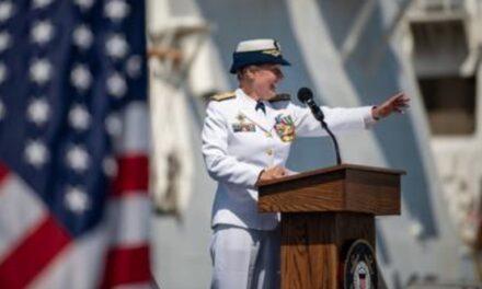 Una mujer asumió el cargo de vicecomandante de la Guardia Costera de los EE. UU.