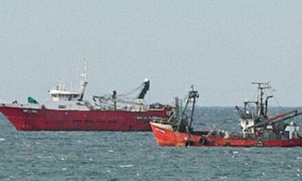 Tres barcos en cuarentena en la rada de Puerto Madryn