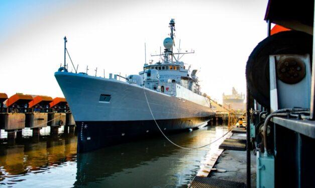El primer buque reparado en el astillero Tandanor con el FONDEF es entregado a la Armada Argentina