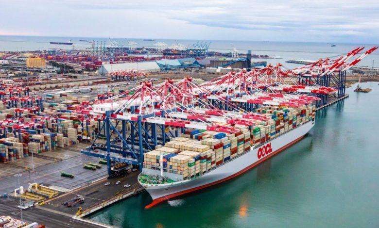 Biden se compromete a abordar los problemas de competencia en el transporte marítimo de línea