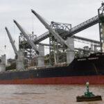 Los barcos podrían tener que salir del Paraná con un 40 por ciento menos de carga