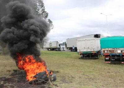 Continua el bloqueo a los Puerto de Bahía Blanca y Necochea,  por transportistas autoconvocados