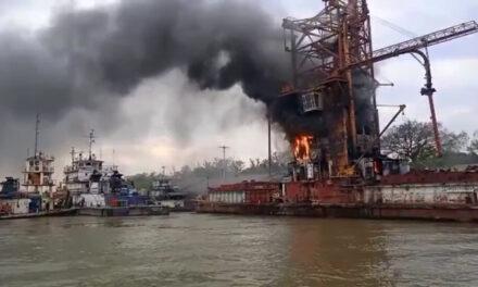 Prefectura sofocó un incendio en un buque en el río Paraná