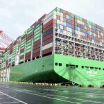El mayor buque portacontenedores del mundo hace escala en puerto de Colombo