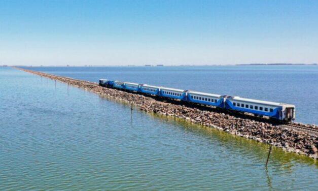Después de cuatro años el tren volvió a cruzar la laguna La Picasa